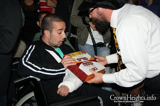 Bringing the Joy of Purim to Wounded Soldiers