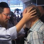 Video: Shliach Blesses Freed Doctor