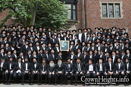Illustration Photo: Oholei Torah Zal group portrait.