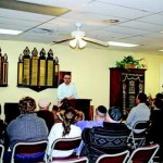 Muslim Turned Jew Shares His Story at Chabad