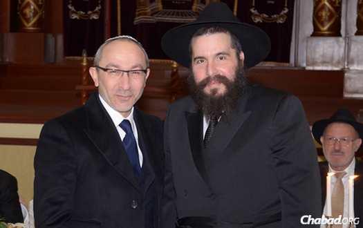 Gennady Kernes with Rabbi Moshe Moskowitz.
