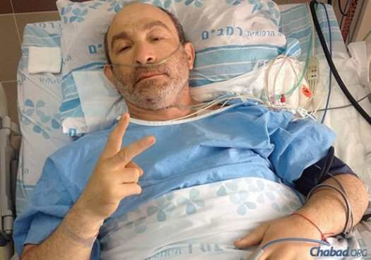 From a hospital bed in Haifa, Israel, Kharkov Mayor Gennady Kernes uploaded this picture of himself in his trademark pose onto Instagram, writing in Russian: You have to live strong! Thank you to everyone! I will return!