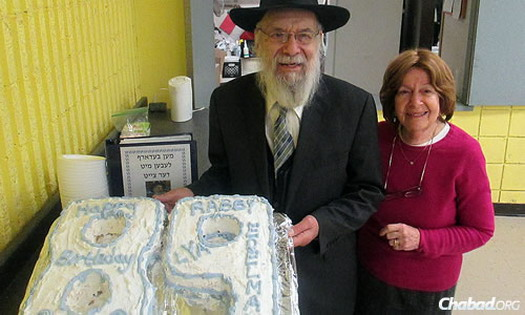 Rabbi Dovid Edelman and his wife, Leah, with a cake marking his 89th birthday this past fall.