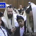 Video: Rare Footage of the Rebbe at Shachris