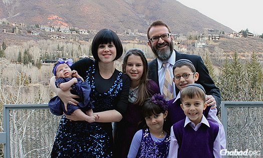 Rabbi Mendel and Leiba Mintz and their children in a photo taken about a year-and-a-half ago. Just this month, the family welcomed a new baby girl.