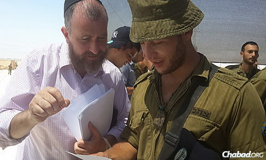 Rabbi Yossi Swerdlov of Chabad Terror Victims Project shares a letter with an IDF soldier.