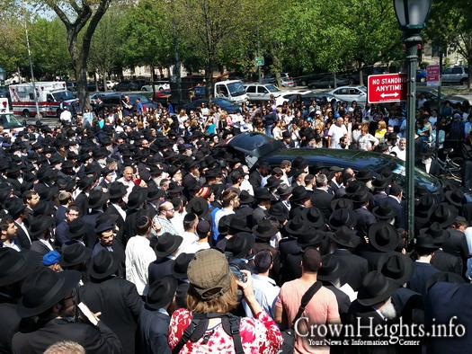 Mourners accompany the casket of Reb Yosef Raskin, HYD, at his funeral in Crown Heights.