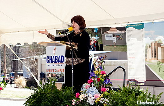 Rabbi Hirshy Minkowicz's mother, Shoshana Minkowicz, delivers a poem using the letters of Rashi's name.