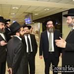 Chief Rabbi Greeted by Yeshiva Students in Frankfurt