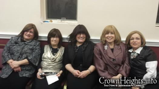 From left to right: Chaya Bracha Goldfein (sister), Linda Joffre (sister and fellow Renewal kidney recipient), Elky Federman (sister), Sharon Sabbagh, Ellisa Schaffer (cousin).