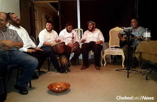 Other Jewish musicians at a Florida kumzitz that wound up moving indoors due to the weather.