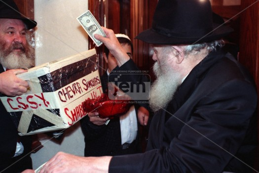 CSSY founder Rabbi Shimshon Stock receives dollars and blessings from the Rebbe.