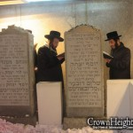 Picture of the Day: Biala Lenchna Rebbe at the Ohel