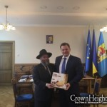 Picture of the Day: Ukraine Governor Accepts Matza