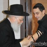 Picture of the Day: Tefilin with the Wait Staff