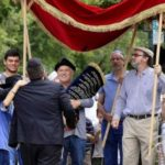 Chabad Celebrates New Torah in Ashland, Oregon