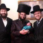 V'Korah Shmoi B'Yisroel....Menachem Mendel, 3 Stories