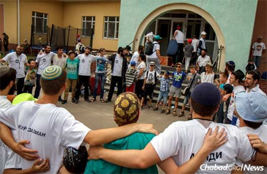 The boys' camp sings as their session came to a close last year and buses rolled in to take them home. Excitement is building for the start of a new season on Aug. 16. The camp's director, 23-year-old Yisroel Eichenblatt, is at the far left, with the whistle arouind his neck. (Photo: Avraham Edery)