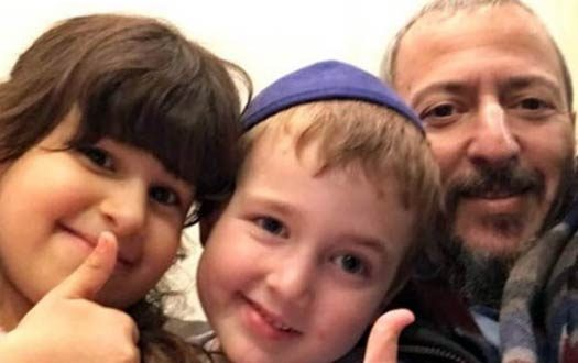 Motty OBM together with his children, Leah (6) and Yoni (4).