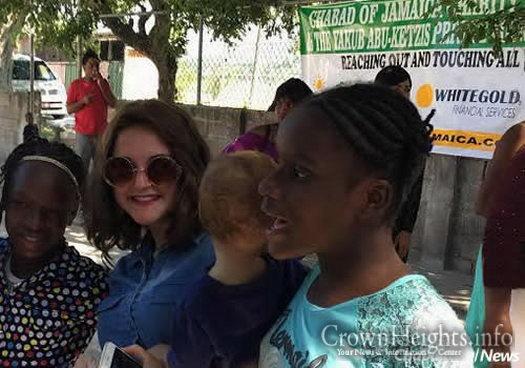 Chaya Mushka (Mushkee) Raskin with girls from the community.