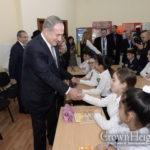 Israeli Premier Visits Chabad School in Azerbaijan