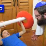 Video: Rabbi Benny Welcomes Young Shluchim