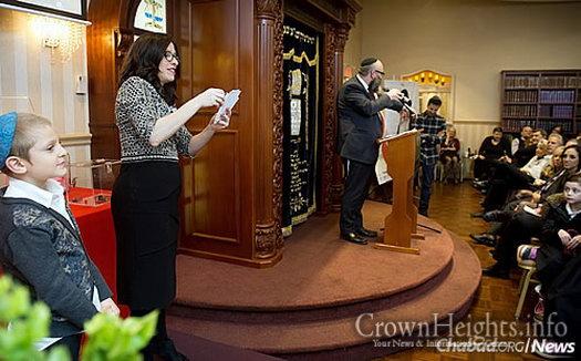 Dina Krasnanski, program director of the Chabad center
