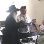 Herzliya Mayor Apologizes Over Tefillin Fine