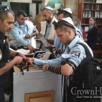 Tefillin Stand at Me'oras Hamachpeila Banned, then Returned