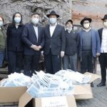 Shanghai Shliach Distributes Medical Masks For The Elderly