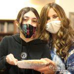 Chabad Teens Bring Thanksgiving Joy To Local Community