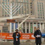Warsaw Mayor Joins Chabad For Public Menorah Lighting