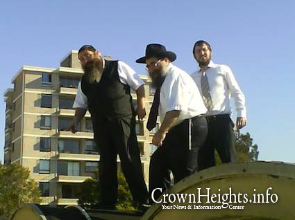 No It S Not The Fiddler On The Roof It S The Rabbis On