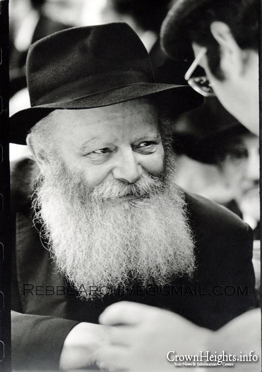 Special Pirsum Rishon Pictures Of The Rebbe